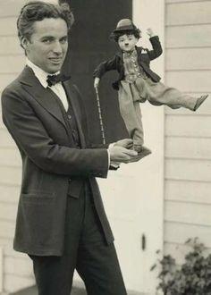 Charlie Chaplin Death, Golden Age Of Hollywood, Classic Hollywood, Rare Photos, Cool Photos, City Lights 1931, Edna Purviance, Silent Screen Stars, Hattie Mcdaniel
