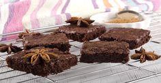 BROWNIE PROTEICO Los desayunos suelen ser bastante parecidos en todas las casas, cafés, galletas, tostadas… También podemos incluir una porción de bizcocho, y si lo preparamos nosotros genial, porque sabremos que estamos comiendo y que nos está aportando.  Receta de Brownie de chocolate: -70gr whey (sabor al gusto) -200g queso fresco batido -30gr cacao …