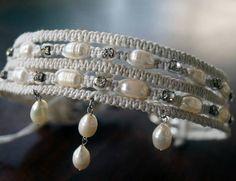 He encontrado este interesante anuncio de Etsy en https://www.etsy.com/es/listing/479296316/nupcial-perlas-gargantilla-gargantilla