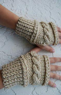 Guantes Knitting Stitches, Knitting Patterns Free, Hand Knitting, Crochet Patterns, Fingerless Gloves Knitted, Knit Mittens, Crochet Gloves Pattern, Knit Crochet, Wrist Warmers