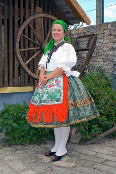 Sárközi Népviselet - Dunántúl Folk Costume, Costumes, Folk Dance, Traditional Outfits, Hungary, Pretty Girls, Harajuku, Medieval, Ethnic