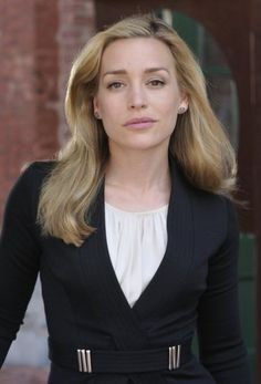 Covert Affairs - Annie Walker (Piper Perabo) Annie Walker, Nia Peeples, Cheaper By The Dozen, Piper Perabo, Coyote Ugly, Hollywood Forever Cemetery, Covert Affairs, Office Looks, Pale Skin