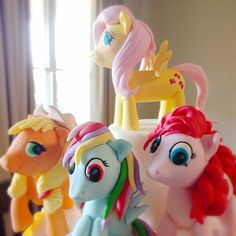 My Little Pony details. All handmade from fondant and completely edible by blissfullysweetcakes
