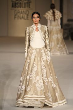 Rohit Bal at Lakmé Fashion Week summer/resort 2016 Pakistani Dresses, Indian Dresses, Indian Outfits, Indian Clothes, Indian Bridal Fashion, Asian Fashion, Desi Wedding Dresses, Wedding Outfits, Rohit Bal
