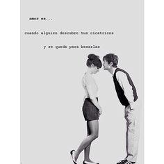 Amor es cuando alguien descubre tus cicatrices y se queda para besarlas #quotes #lauquotes #lovequotes #love