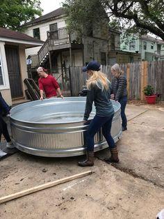 How to Install a Stock Tank Pool – Dana + David Visit the post for more. Diy Swimming Pool, Diy Pool, Small Backyard Pools, Small Pools, Backyard Landscaping, Kiddie Pool, Pool Decks, Small Patio, Hot Tub Backyard