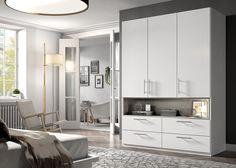 Een zeer ruime #kledingkast met veel hang en legruimte geschikt voor iedere slaapkamer.