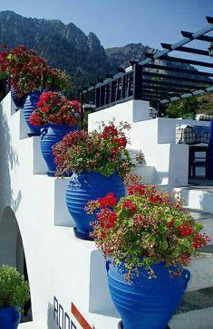 Flowers on the stairs in Zia, Kos Island, Greece. obsessed with Greece. Santorini, Mykonos, Greece Kos, Beautiful World, Beautiful Places, Greek House, Greece Travel, Greek Islands, Architecture