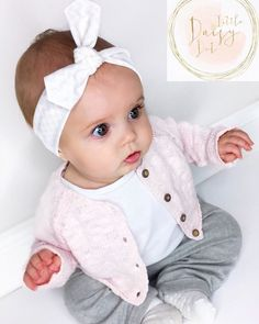 Organic Baby & Toddler Headbands by Little Daisy Dot how adoarble is this baby outfit of the day! Cardigan is by Next T-shirt by Next Linen Hareems – Zara Mini UK White & Pale Pink Chevron Bbay Headband by Little Daisy Dot shop - Unique Baby Outfits Little Babies, Cute Babies, Little Girls, Toddler Headbands, Headband Baby, Knot Headband, Girl Headbands, Newborn Headbands, Outfits Niños