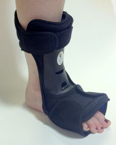 TriPed Night Walker from Insightful Products. Tri-Ped drop foot night splint is designed to be used around the house or at night when you would rather not wear shoes.