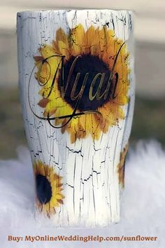 Cute gift idea for bridesmaids in a summer wedding. Diy Tumblers, Custom Tumblers, Tassen Design, Tumblr Cup, Mom Tumbler, Hobbies To Try, Sunflower Design, Cute Cups, Tumbler Designs