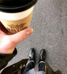 2018/03/10 11:53:35 m_cheeeeze 快晴。 コーヒー飲みながら近所を散歩。 #HMTcafedining #coffee #cafe  #alden 🇺🇸 #aldenarmy #aldenshoes #オールデン #alden1340 #オールデン1340 #chukka #チャッカー #shellcordovan #cordovan #コードバン #barrielast #バリーラスト  #apc 🇫🇷 #アーペーセー  #petitnewstandard #プチニュースタンダード  #barbour 🏴 #バブアー #bedale #ビデイル #individualizedshirt 🇺🇸 #インディビジュアライズドシャツ #shoeshine #shoepolish #靴磨き #mensshoes #メンズシューズ #足元倶楽部 #足もと倶楽部