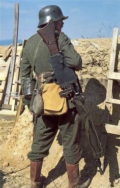 German MG machine gunner Ww1 History, History Images, Military History, Colorized History, German Soldiers Ww2, German Army, German Uniforms, War Photography, World History