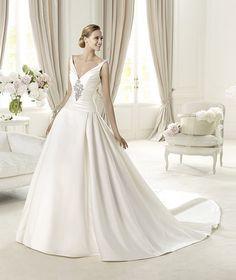 So regal -- Pronovias Glamour 2013 Bridal Collection