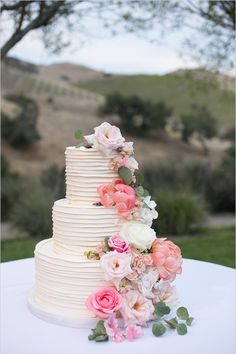 flower topped wedding cake @weddingchicks Kaysha Weiner Photographer
