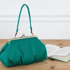 上品でおしゃれな横長の緑色のがま口バッグの作り方(バッグ) | ぬくもり