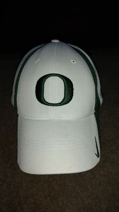 d8412de28a3 Oregon Ducks NCAA White Green Baseball Cap Hat Sz S M University of Oregon  Nike  Nike  BaseballCap