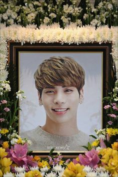 R.I.P Jonghyun rest now child let all the pain that was once in you fade away and take your rest amongst the angels may you be forever be in our hearts.