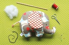 Baby Toy Tutorial  Elephant Sewing Pattern  Soft Toy  por retromama, $8.00