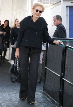 Carolina Herrera Pea Coat - Carolina Herrera sported an all-black ensemble, topped off with a stylish pea coat, during New York Fashion Week. Over 50 Womens Fashion, 50 Fashion, New York Fashion, Winter Fashion, Fashion Weeks, Carolina Herrera, Winter Chic, Advanced Style, Going Gray