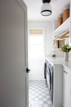 Star and Cross Laundry Room Floor - Transitional - Laundry Room - Minneapolis - by Fireclay Tile Laundry Room Furniture Ideas, Laundry Room Tables, Laundry Room Rugs, Laundry Room Design, Laundry Room Doors, Fireclay Tile, Room Setup, Tile Design, Home Remodeling
