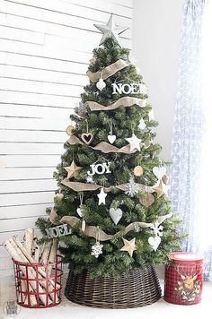 Rustic farmhouse christmas decor ideas ll help you decorate for chrismtas from bright and cheery to cute and chic. This list of rustic farmhouse christmas decor ideas also includes gorgeous christmas tree decorating schemes. For just a small touch of . Christmas Tree Inspiration, Woodland Christmas, Beautiful Christmas Trees, Christmas Tree Themes, Noel Christmas, White Christmas, Minimalist Christmas, Holiday Ornaments, Burlap Christmas Tree