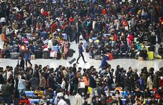 28日、帰省客で混み合う上海虹橋駅構内(ロイター) ▼30Jan2014産経新聞|中国で春節連休スタート、延べ36億人が移動、鳥インフル蔓延に警戒感 http://sankei.jp.msn.com/world/news/140130/chn14013021300004-n1.htm #chunjie #chinese_new_year #lunar_new_year #china #shanghai