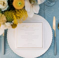 Our Bay Courtyard Table Linen adds a soft touch to this wedding.