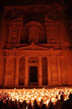 Petra Jordanien bei Nacht - Musst Du selbst sehen! www.pinkcompass.de - Der Reiseblog für Frauen