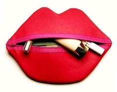 Esta nécessaire divertida, em formato de lábios, é ótima opção para presente também (Foto: handmadiya.com)