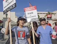 sandra oh and ellen pompeo on strike for the writers Sandra Oh, Meredith And Christina, Meredith Grey, Grey's Anatomy, Lexie Grey, Red Band Society, Greys Anatomy Cast, Ellen Pompeo, Grey Anatomy Quotes