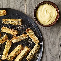 These crunchy, Zucchini Sticks with Honey Mustard Mayo taste just as sinful as their fried cousins. Even better, they boast nutrients and fiber, making them a healthy snack to boot! #recipe #WWLoves