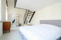 Phòng ngủ nhà cấp 4 được thiết kế đơn giản thoáng đãng sau khi sửa chữa