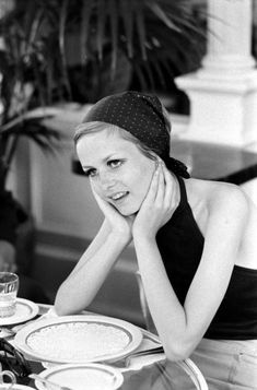 <strong>Not published in LIFE.</strong> Twiggy in California, 1967.