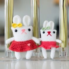 Crochet and personalize your own bunnies with their pretty skirts, dainty bows, and unique boxy shapes!  Free simple pattern by Minazara!