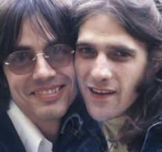 Jackson Browne & The Late Great Glenn Frey. (photograph by the amazing Henry Diltz) Glenn Frey, Rip Glenn, Music Stuff, My Music, Eagles Band, Jackson Browne, Music Express, My Favorite Music, Favorite Things