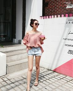 Do You Want Style? Feeling good about yourself is when you feel good about the way you look! Korean Girl Fashion, Korean Fashion Summer, Korean Street Fashion, Ulzzang Fashion, Korea Fashion, Asian Fashion, Daily Fashion, Cute Fashion, Fashion Looks
