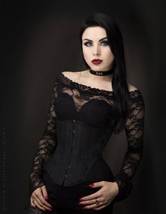 Top Gothic Fashion Tips To Keep You In Style. As trends change, and you age, be willing to alter your style so that you can always look your best. Consistently using good gothic fashion sense can help Goth Beauty, Dark Beauty, Gothic Girls, Dark Fashion, Gothic Fashion, Style Fashion, Makeup Gothic, Steam Punk, Corsets
