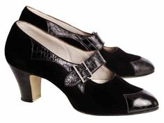 Pointed shoes from the 30s. Buckle shoes were also popular during that decade even after the Roaring 20s.