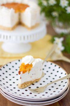Juhlapöydän helppo lakkakakku - Pullahiiren leivontanurkka Vanilla Cake, Desserts, Food, Mascarpone, Tailgate Desserts, Deserts, Essen, Postres, Meals