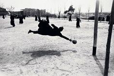 Ramón Masats :: Seminaristas jugando al fútbol, Seminario Conciliar de Madrid, Spain, 1959 / priests / goalkeeper / sports / football / vue de dos