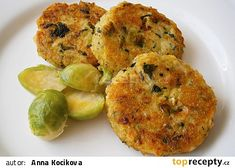 Kapustové karbanátky se sýrem a kuskusem No Salt Recipes, Vegetable Recipes, Sprouts, Cauliflower, Zucchini, Food And Drink, Vegetarian, Dinner, Baking