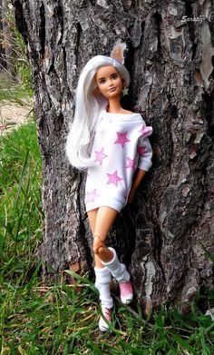 Out in the park Barbie Dolls Diy, Barbie Fashionista Dolls, Princess Barbie Dolls, Diy Barbie Clothes, Barbie Life, Barbie Dress, Doll Clothes, Habit Barbie, Barbie Tumblr