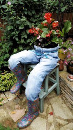 Denim Planter & Y & bits and pieces & Kräutergarten Design & post Denim Planter Garden Yard Ideas, Diy Garden Projects, Garden Crafts, Diy Garden Decor, Garden Planters, Fall Yard Decor, Herb Garden, Yard Art, Backyard Landscaping