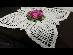 Centro de Mesa Mega Margarida X Motivo Abacaxi - YouTube Crochet Stars, Crochet Flowers, Irish Crochet Tutorial, Crotchet Patterns, Crochet Videos, Crochet Designs, Doilies, Needlework, Free Pattern