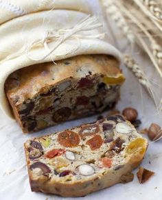 Easy dried fruit bread with thermomix. I propose you a recipe of bread with dried fruits, easy and simple to realize with the thermomix. Low Carb Recipes, Bread Recipes, Thermomix Desserts, Thermomix Bread, Fruit Bread, Cooking Chef, Meals For One, Good Food, Brunch