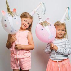 """Voeg de magie toe aan je feestje met deze mooie ballonnen set! Maak je eigen eenhoorn ballonnen die een echte eye-catcher op je """"unicorn party"""" zullen zijn! Super mooi en origineel!  …"""