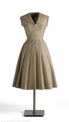 Cristobal Balenciaga, 1955-1960. A very beautiful way to reduce bulk of fabric around the hips.