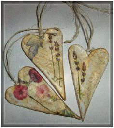 salt dough heart picture tutorial/pressed flowers on hearts on cards wit water color background Salt Dough Projects, Salt Dough Crafts, Salt Dough Ornaments, Clay Ornaments, Clay Projects, Clay Crafts, Arts And Crafts, Pintura Country, Paperclay