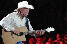 Garth Brooks Performs Secret Club Show in Nashville - Wide Open Country